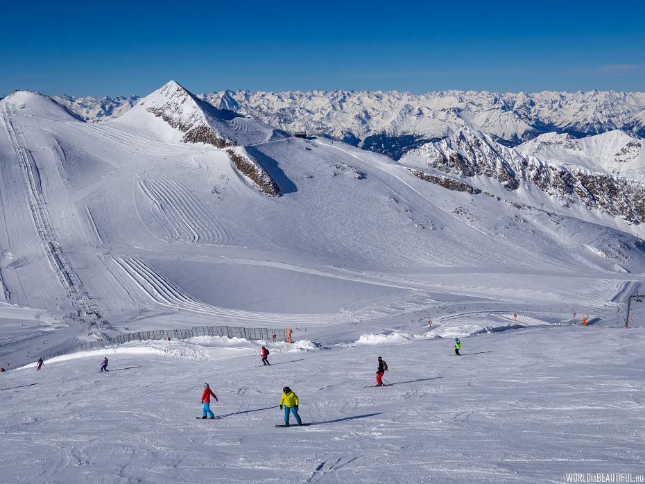 Ski routes on the glacier