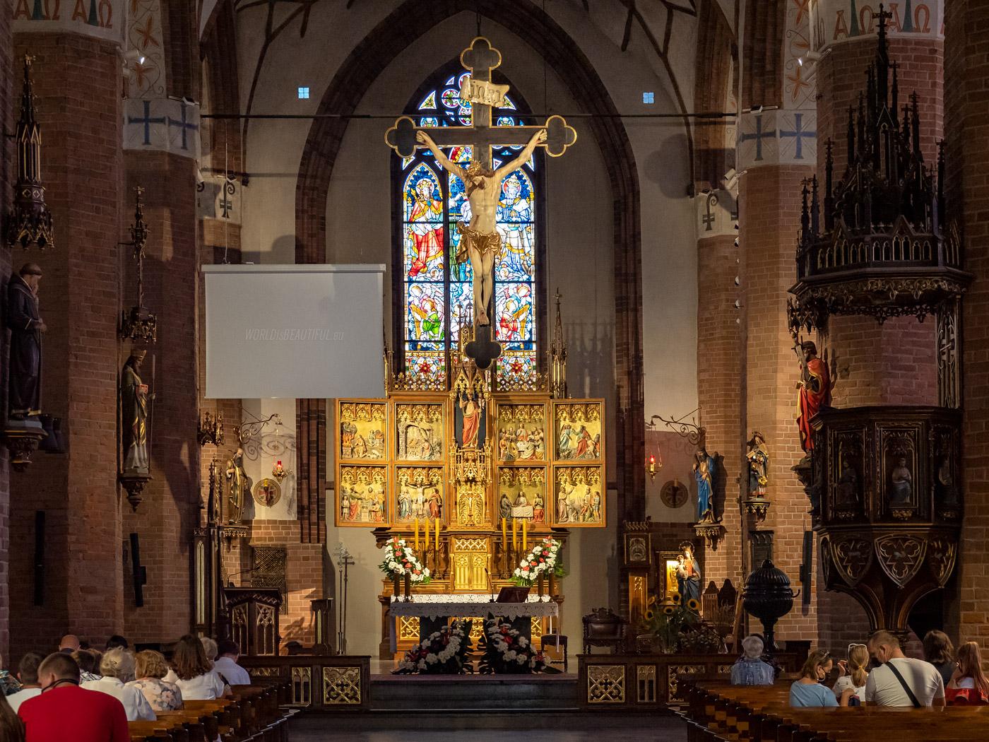 Wnętrze bazyliki w Olsztynie