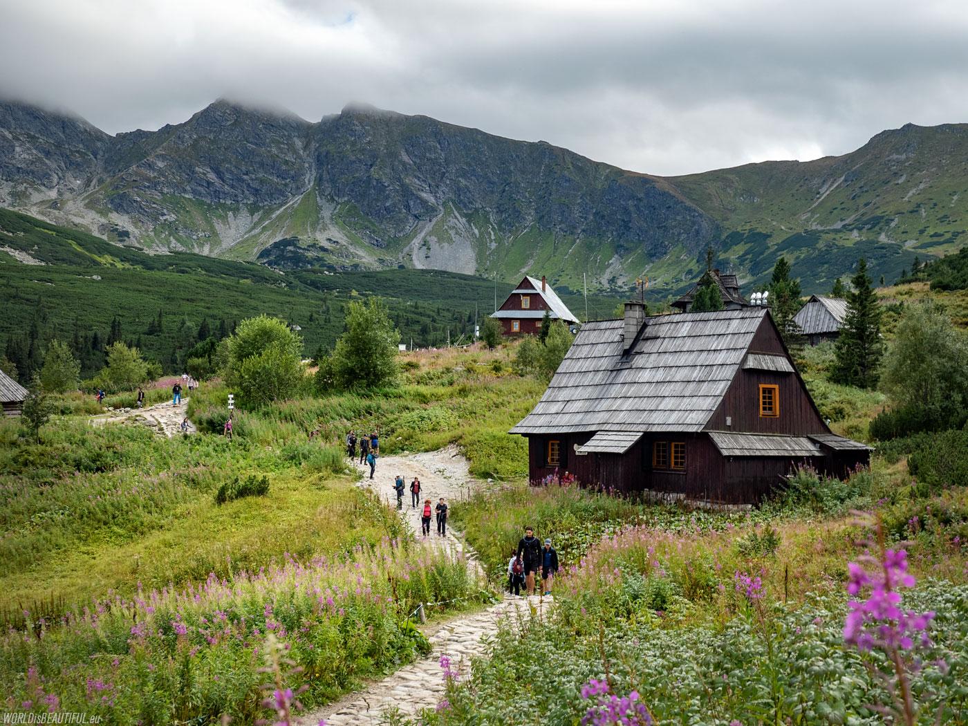Shepherd's huts in Hala Gąsienicowa