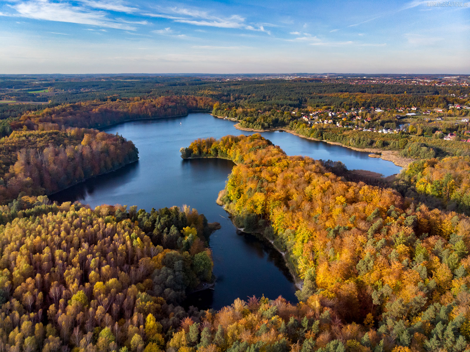 Otomińskie Lake in the fall