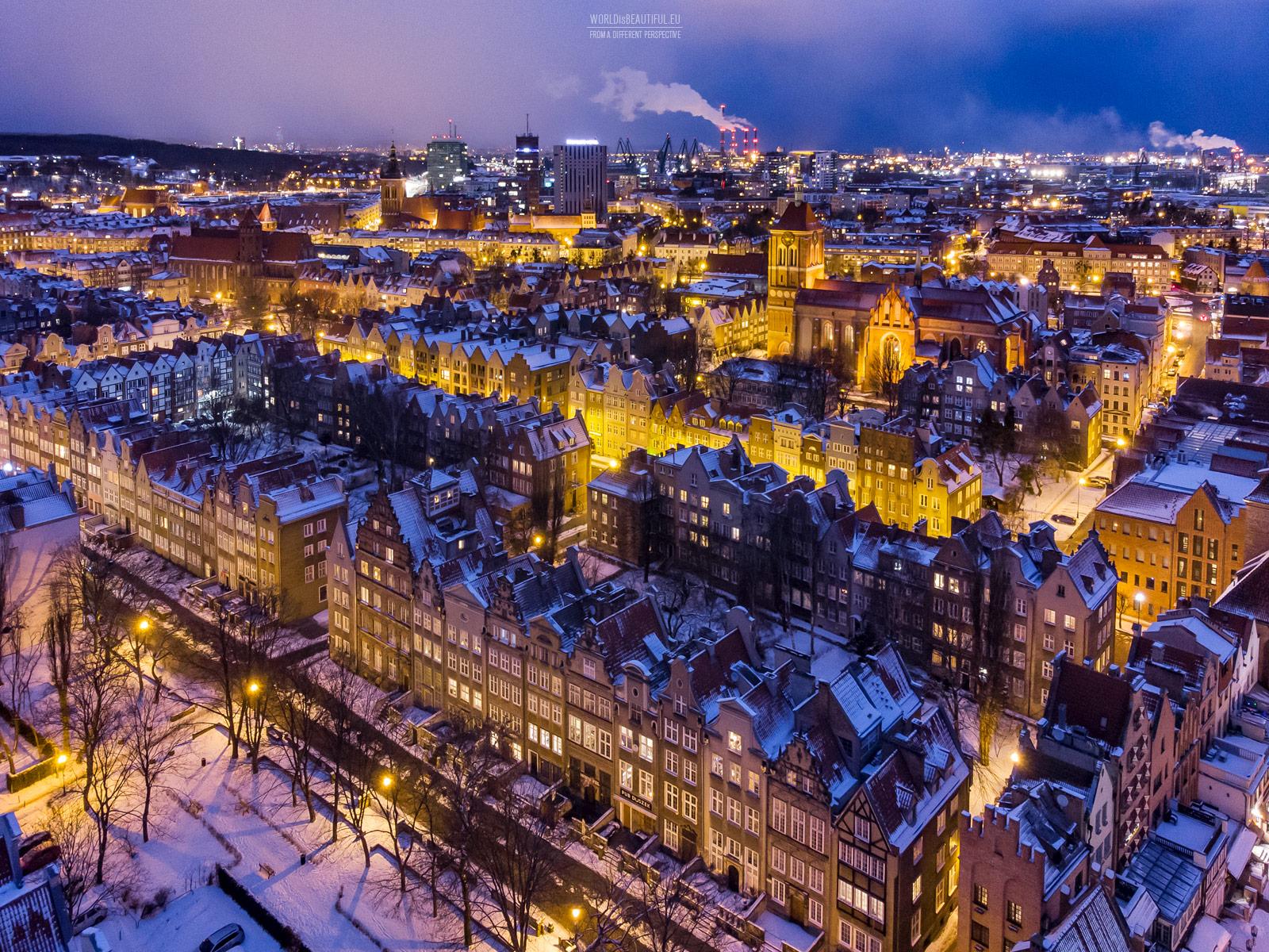 City lights - the night panorama of Gdańsk