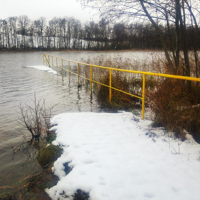 Pomost i jezioro Godziszewskie