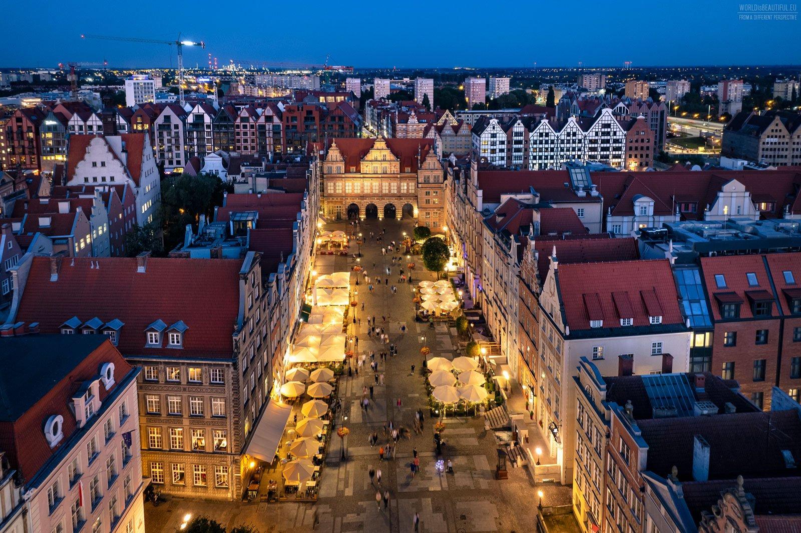 Gdansk city center at night