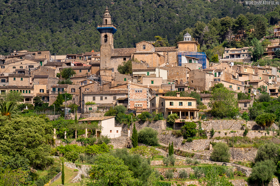 Valldemossa photo from the road